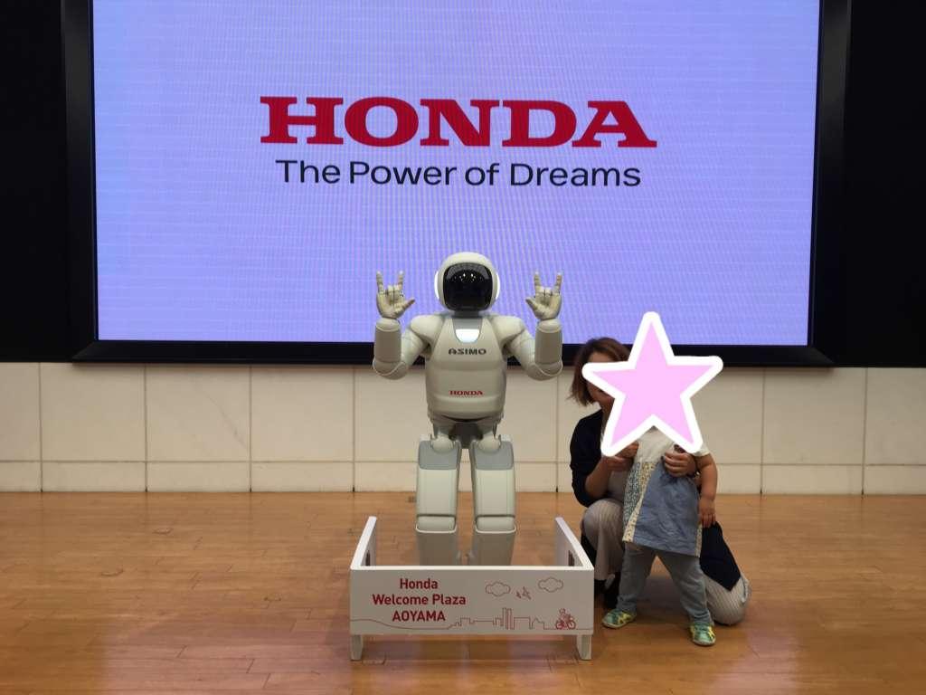 Hondaウェルカムプラザ青山: アシモと記念撮影