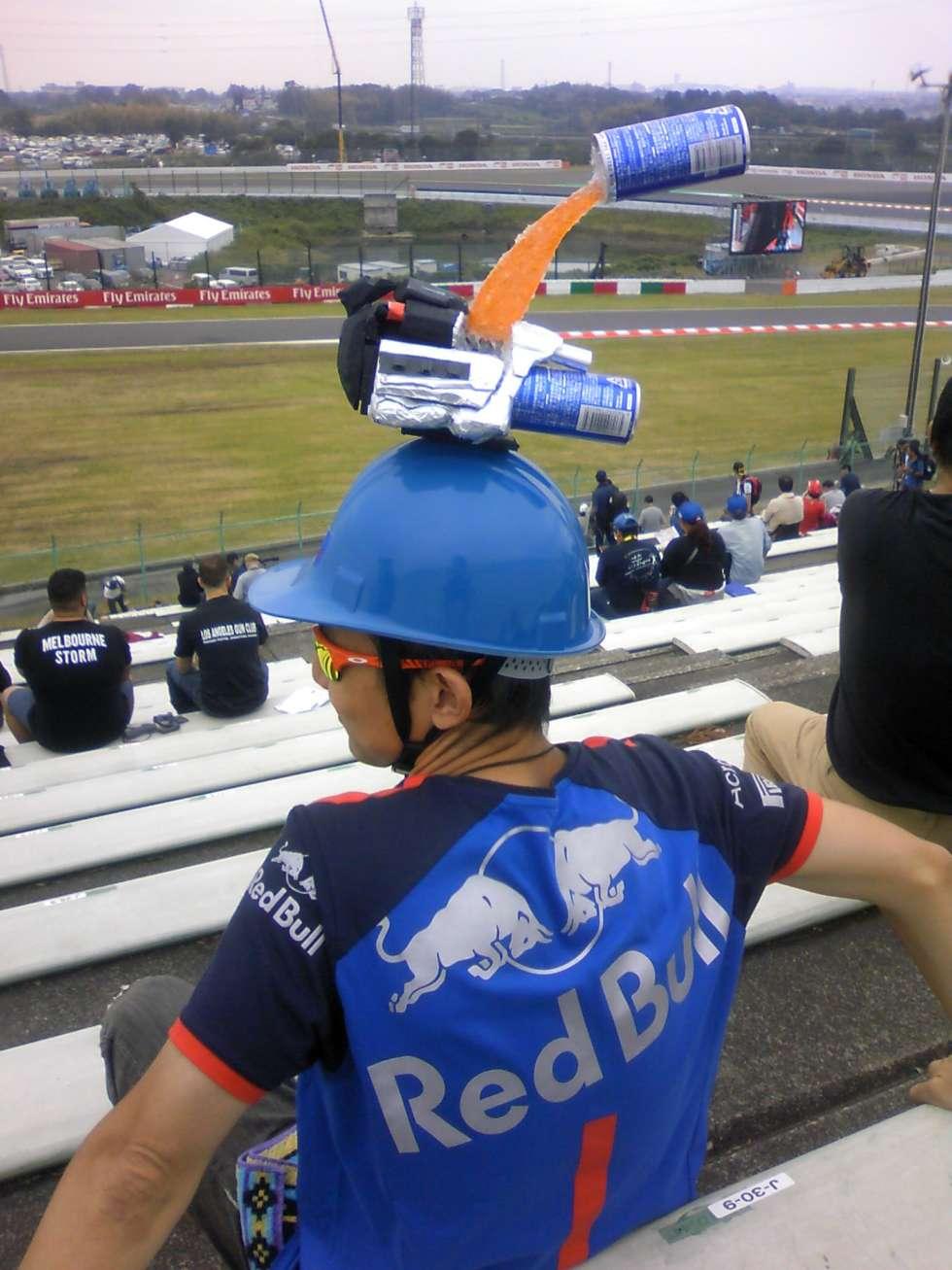 【写真】HONDAパワーユニットが頭頂に搭載されたオリジナルヘルメット